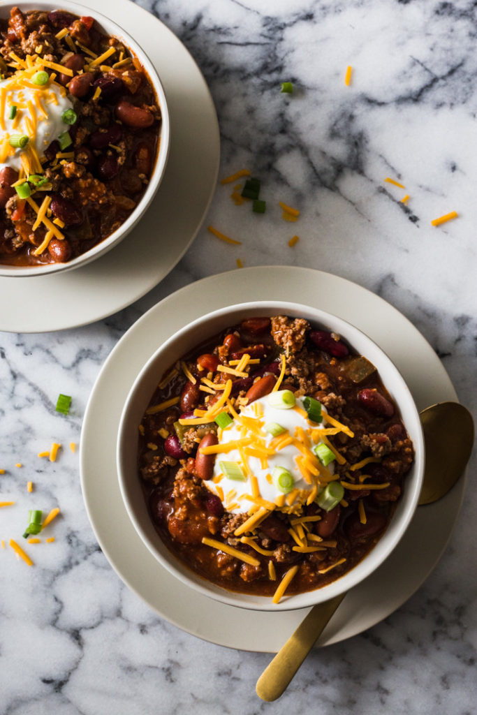 Easy Weeknight Chili - Just 8 ingredients to put this yummy and impressive dish on the table. Perfect for weeknights, tailgates, and freezer meals!